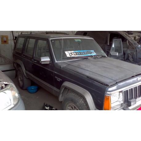 Cherokee Laredo 1990